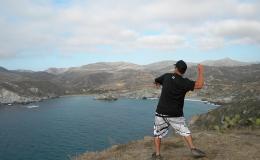8-Throwing-rock